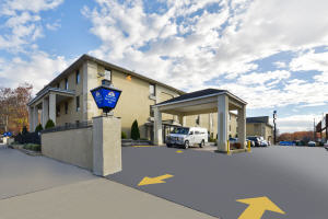 Hotel with Parking Facility Americas Best Value Inn, NJ 07111
